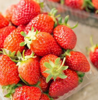 情人节巧克力做法:草莓巧克力奇缘