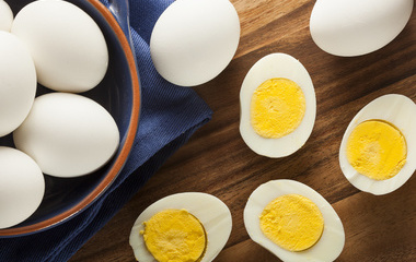 苹果蛋沙拉的做法步骤1:蒸熟马铃薯、鸡蛋
