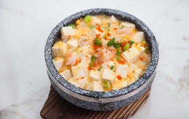 苹果蛋沙拉的做法步骤3:混合马铃薯与鸡蛋