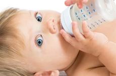 母乳不够吃怎样喂养宝宝?混合喂养有哪些注意事项?