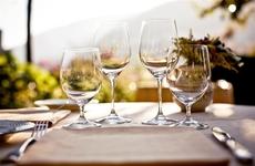 过量喝酒,伤胃伤肝还伤心:喝酒别超这个量,还算安全