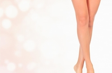 杨紫高开叉皮裙很美,首先要有一双让人羡慕美腿