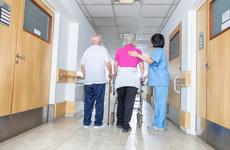 怒了!女子公然辱骂护士:你和你父母是社会最低级的人