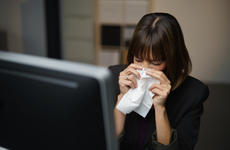 孩子发热要不要去医院?夏季这四种病要额外警惕