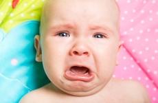 宝宝发烧一天一夜不退怎么办?