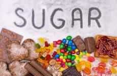 糖是万病之源,吃多了损害健康,每天吃多少?医生给你准确答案