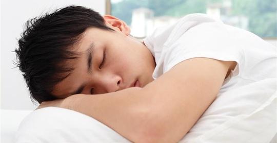 每晚睡多久能活更好?�砜纯�碜��洲四��的���
