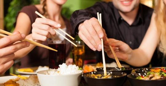 """小心癌从口入!这些餐桌上的""""招癌水""""""""养癌肉"""",很多人爱吃"""