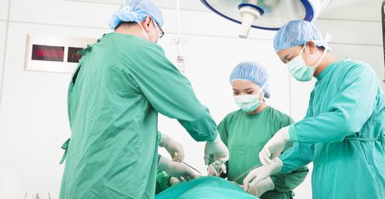 """""""唐氏患儿""""不慎跌倒导致寰枢椎脱位,医生高难度手术为其复位"""