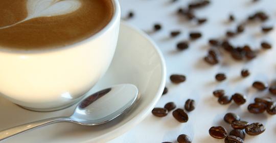 喝咖啡要适量!过量饮用或可引发骨质疏松