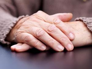 2022年底前培养200万养老护理员,你知道中国人口老龄化有多严重吗?