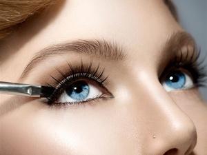 睫毛膏、假睫毛、眼影……这些化妆品伤眼睛