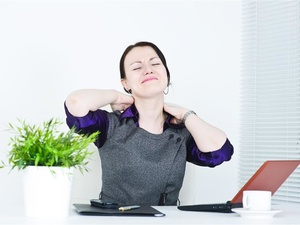 颈椎突出应该如何调理?这三点别做错了!