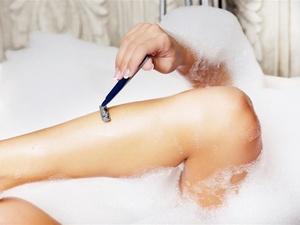 为什么有些人腿毛旺盛,有的就很稀少?医生总结了2个原因