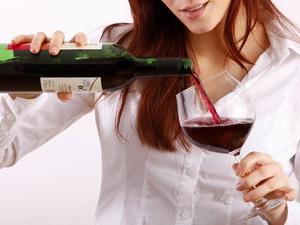 女人睡前喝红酒有什么好处?美容养颜促进睡眠