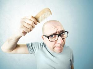 男人的顶光秃秃怎么办?吃什么长头发