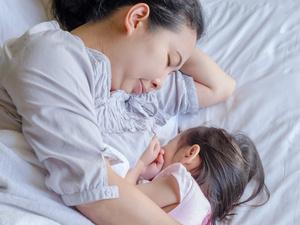 母乳喂养会导致乳房下垂?其实这些才是元凶