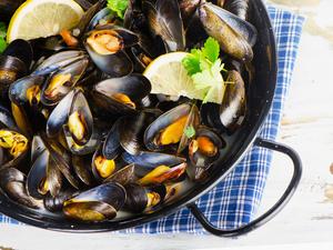 官方发布预警通告:这种海鲜近期少吃!吃了一辈子的海鲜怎么就中毒了?