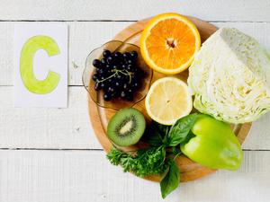 """""""禁食+维生素C""""能治疗癌症?这是真的吗?"""