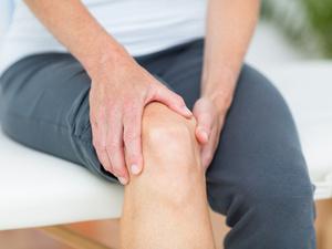 膝关节疼痛怎么治?教你三个字,一个字就是一招