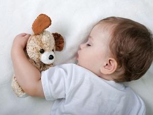 婴儿什么时候可以用枕头睡觉?
