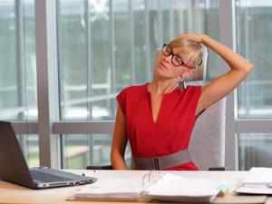 坐着怎么减肚子 4个动作坐着也能甩掉水桶腰
