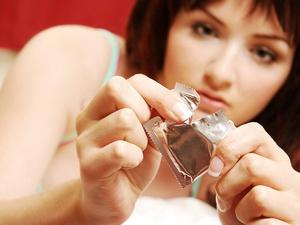 教大家如何使用避孕套?