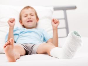 宝宝摔伤烫伤怎么办?儿科医生详细讲解儿童常见外伤处理方法