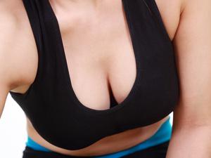 男人为何喜欢乳房大的美女