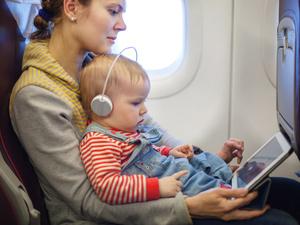 中秋国庆出行,带宝宝乘飞机要注意这几件事