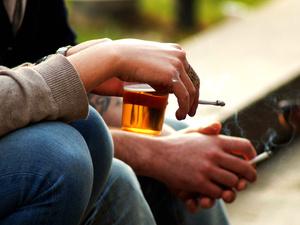 烟和酒,哪个更坏?告诉你真相!