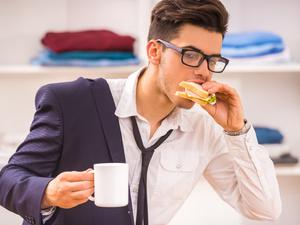 心脏病开始偏爱职场男性,压力、肥胖、烟酒你占了几样?