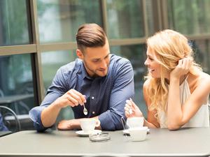 私密话题:女性最爱盯男人什么部位?