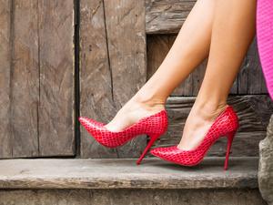 """日本发起""""拒穿高跟鞋""""活动,高跟鞋怎么穿才能美丽又健康?"""