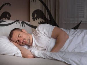 何炅睡三个小时就够了?成年人一天睡多久才合适?