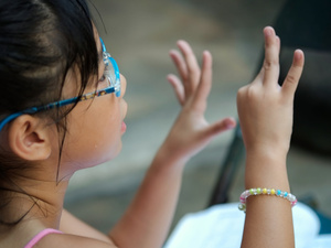弱智孩子的表现有哪些?