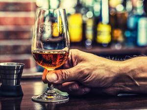 不到30岁,喝酒喝出肝癌!医生:喝酒别超过这个量