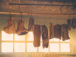 腌制食品要少吃,腊肉先煮后蒸更健康