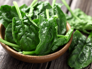 春夏交接,增强免疫力吃什么?菠菜根炒木耳增强体质