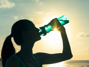 运动时一定要喝运动饮料吗?运动时喝什么好?