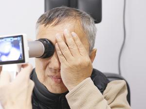 突然眼胀、头痛、视力下降?小心青光眼