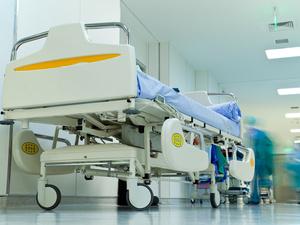 央视曝光后,这家医院被火速关停,释放了哪些信号?
