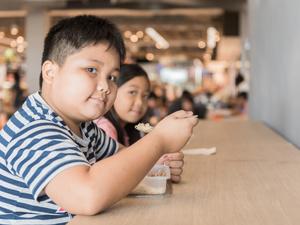 """肥胖男孩阴茎生长显著减慢!再不减肥或影响孩子将来""""性福"""""""