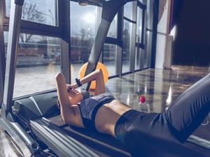 学生做俯卧撑瘫痪,运动不当危害多!