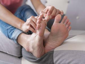 夏天腿脚冰凉,当心下肢动脉栓塞!下肢缺血,留意这些危险信号