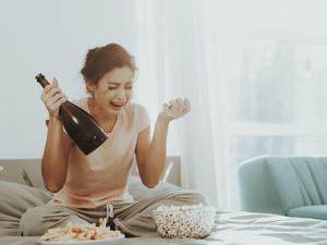 提醒:一些坏习惯会让女性卵巢早衰,不要等老了再后悔