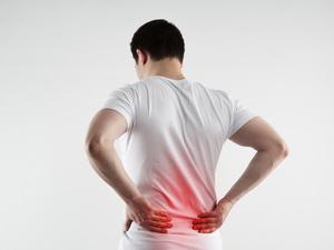 """""""折叠人""""身体折叠28年终于挺直脊梁,三个强直性脊柱炎误区你应该知道"""
