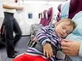 范范双胞胎乖巧乘飞机 宝宝乘飞机注意5个健康要点