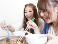冬季吃牛肉火锅 配点白萝卜