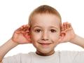 孩子总是挠耳朵小心中耳炎